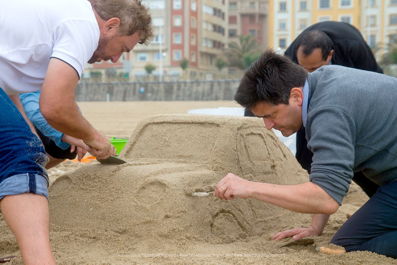 sand-sculpting-team-building-main-min